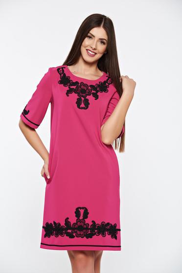 Pink LaDonna elegáns zsebes ruha hímzett betétekkel