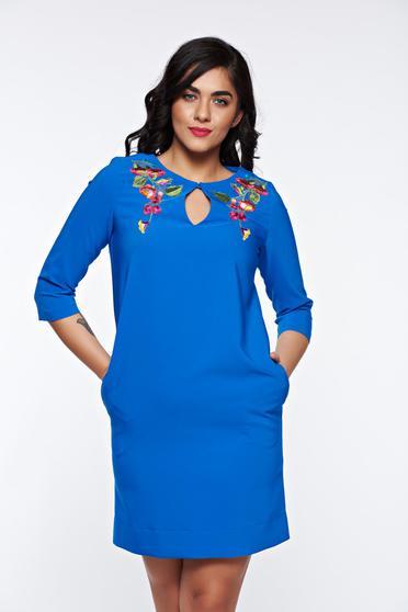 Kék LaDonna elegáns hímzett bő szabás ruha finom tapintású anyagból
