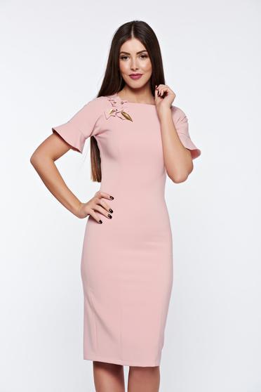 Rózsaszínű LaDonna elegáns ruha kézzel varrott díszítésekk belső béléssel