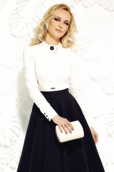 Fehér Fofy irodai női ing rugalmas pamutból bross kiegészítővel