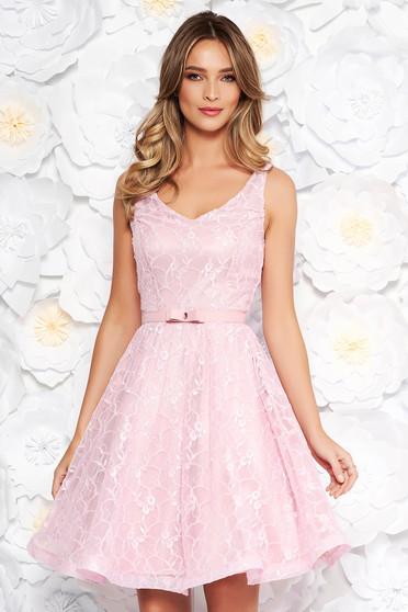 Rózsaszínű StarShinerS alkalmi harang ruha csipkés anyagból belső béléssel flitteres díszítés
