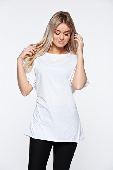 Fehér casual bő szabásu póló rugalmas pamut zsinórral van ellátva