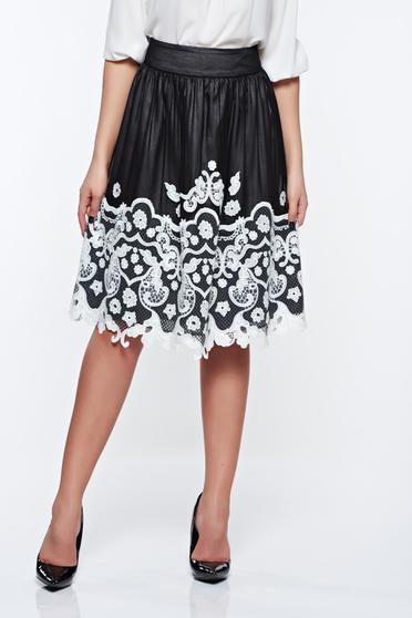 Fekete LaDonna elegáns hímzett harang szoknya belső béléssel
