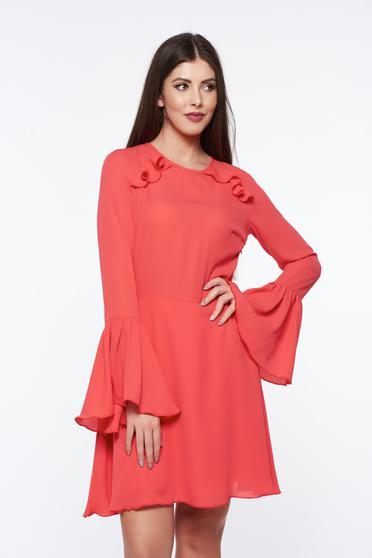Korall PrettyGirl ruha fátyol anyag teljesen kivágott hátrésszel harang ujjakkal belső béléssel