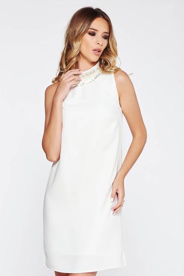 Fehér StarShinerS ruha elegáns bő szabású lenge anyagból belső béléssel gyöngyös díszítés