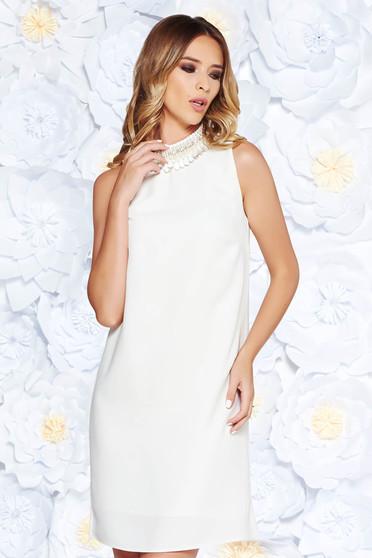 Fehér StarShinerS elegáns bő szabású ruha belső béléssel gyöngyös díszítéssel