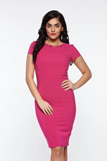 Pink LaDonna elegáns ceruza ruha kézzel varrott díszítésekk belső béléssel