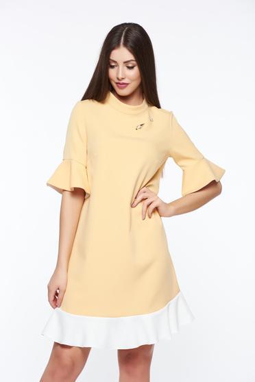 Sárga PrettyGirl elegáns bő szabás ruha enyhén rugalmas anyag fémes kiegészítő