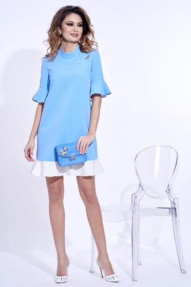 Világoskék PrettyGirl elegáns bő szabású ruha enyhén rugalmas anyag fémes kiegészítővel
