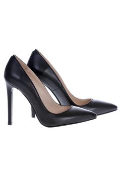 Fekete stiletto magassarkú cipő enyhén hegyes orral