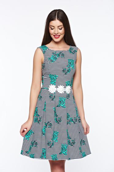 Zöld LaDonna elegáns harang ruha belső béléssel enyhén rugalmas anyag kézzel varrott díszítésekk