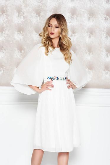 Fehér StarShinerS alkalmi rakott hímzett fátyol ruha belső béléssel