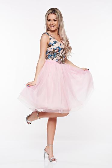 Rózsaszínű StarShinerS alkalmi harang ruha tüll belső béléssel hímzett betétekkel flitteres díszítés