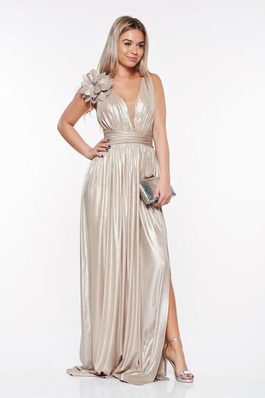 Arany LaDonna alkalmi ruha fényes anyag enyhén rugalmas anyag mély dekoltázs kézzel varrott díszítésekkel