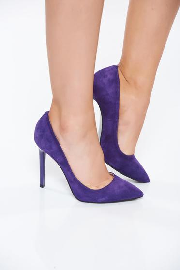 Lila magassarkú elegáns cipő enyhén hegyes orral