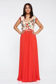 Piros LaDonna hímzett alkalmi ruha belső béléssel lenge anyagból