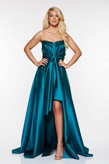 Zöld LaDonna ruha alkalmi szatén anyagból asszimmetrikus szabással váll nélküli