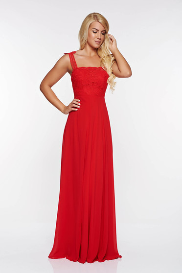 Piros alkalmi ruha belső béléssel fátyol anyag horgolt csipke felsőrész