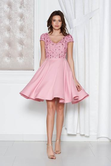 Rózsaszínű StarShinerS alkalmi harang ruha szatén anyagból flitteres díszítéssel