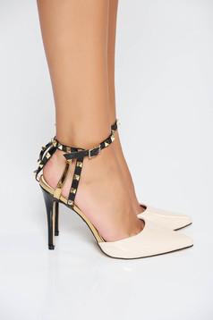 Krém elegáns cipő fémes szegecsekkel lakkozott öko bőr