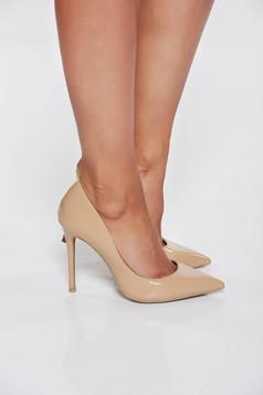 Bézs cipő magassarkú elegáns enyhén hegyes orral stiletto műbőr