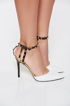Fehér elegáns cipő fémes szegecsekkel lakkozott öko bőr