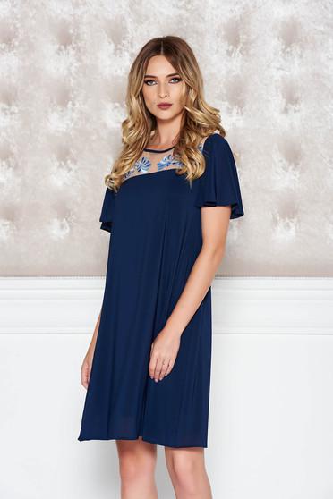 Sötétkék StarShinerS alkalmi bő szabású hímzett ruha fátyol belső béléssel