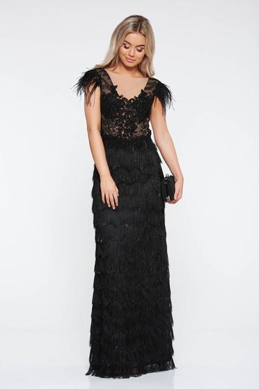 Fekete LaDonna alkalmi ruha csipkés anyag rojtos szűk szabás mély dekoltázs