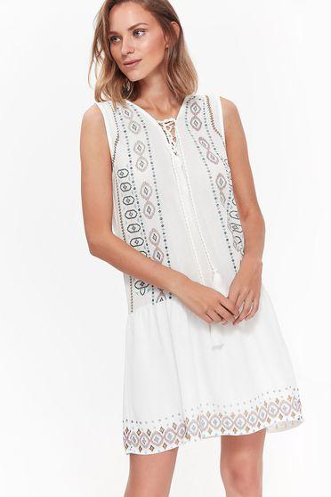 Fehér Top Secret ruha hétköznapi bő szabású lenge anyagból zsinórral van ellátva