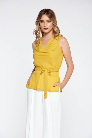 Sárga elegáns bő szabású női blúz lenge anyagból övvel ellátva