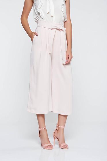Elegáns rózsaszínű nadrág magas derekú lenge anyagból zsebes övvel ellátva