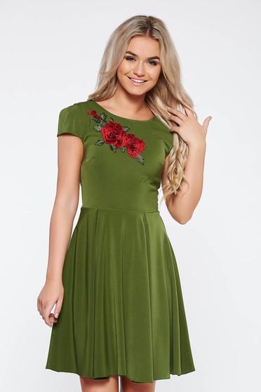 Zöld elegáns harang ruha enyhén rugalmas anyag hímzett betétekkel