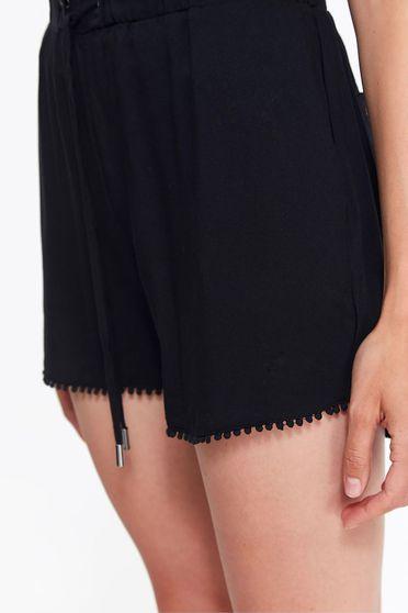 Fekete Top Secret casual rövidnadrág lenge anyagból derékban zsinórral köthető meg