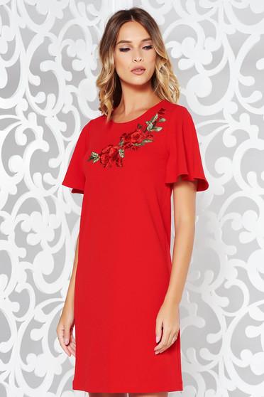 Piros StarShinerS ruha irodai rugalmas anyag egyenes szabás hímzett betétekkel