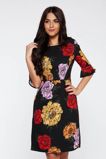 Fekete elegáns ruha nem rugalmas anyag belső béléssel harang virágmintás díszítéssel