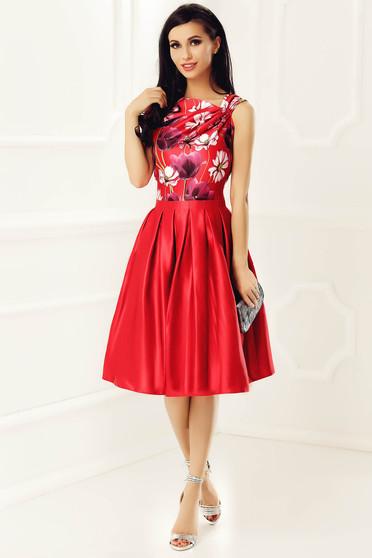 Piros alkalmi ujjatlan ruha szatén anyagból virágmintás belső béléssel 9bf9844b9c