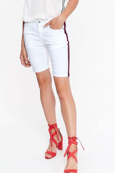 Fehér Top Secret rövidnadrág casual szűk szabású enyhén rugalmas anyag zsebes