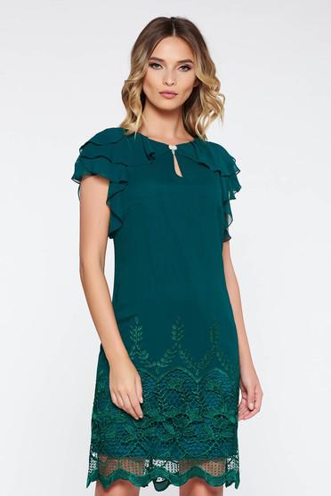 Sötétzöld alkalmi bő szabású ruha belső béléssel csipke díszítéssel fodros lenge anyagból