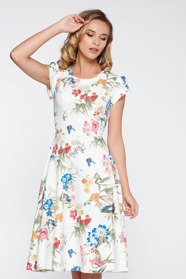 Fehér elegáns harang ruha vékony anyag enyhén rugalmas anyag virágmintás díszítéssel