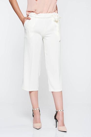 Fehér PrettyGirl nadrág magas derekú deréktól bővülő szabás övvel ellátva