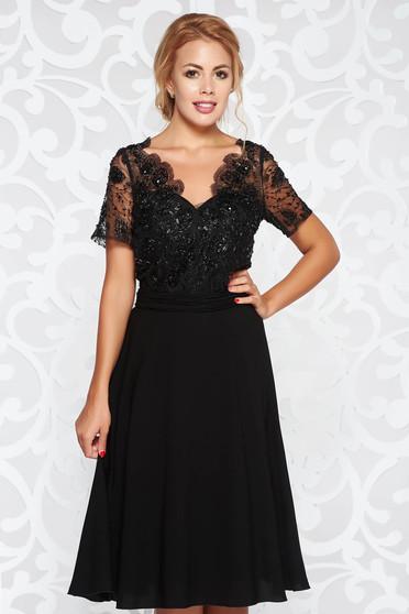 Fekete alkalmi harang ruha fátyol anyag tűll gyöngyös díszítés