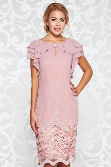 Rózsaszínű alkalmi bő szabású ruha belső béléssel csipke díszítéssel fodros lenge anyagból