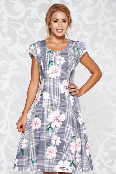 Szürke elegáns harang ruha finom tapintású anyag virágmintás díszítéssel