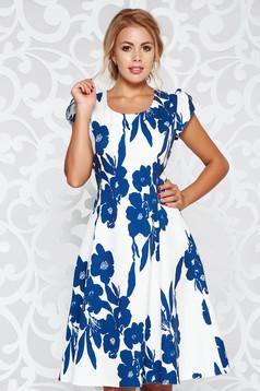 Fehér elegáns harang ruha finom tapintású anyag virágmintás díszítéssel