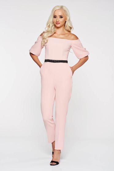 Rózsaszínű StarShinerS elegáns overál a vállakon enyhén elasztikus szövet szűk szabás csipke díszítéssel