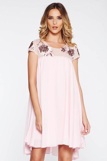 Rózsaszínű StarShinerS alkalmi bő szabású ruha belső béléssel fátyol anyag csipkés és flitteres díszítéssel
