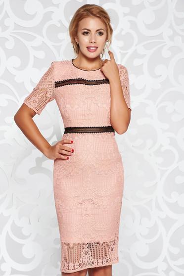 Rózsaszínű ruha elegáns midi ceruza csipkés anyagból belső béléssel kivágott hátrész