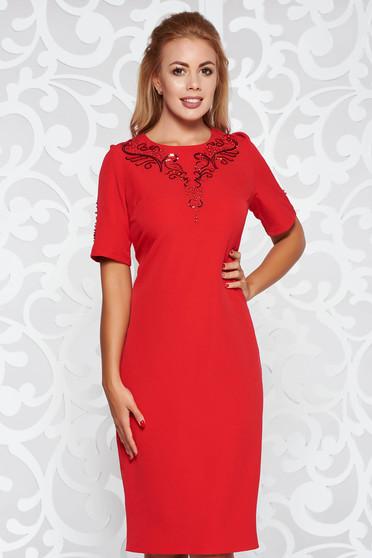 Piros ruha elegáns midi ceruza enyhén elasztikus szövet flitteres díszítés gyöngy díszítéssel