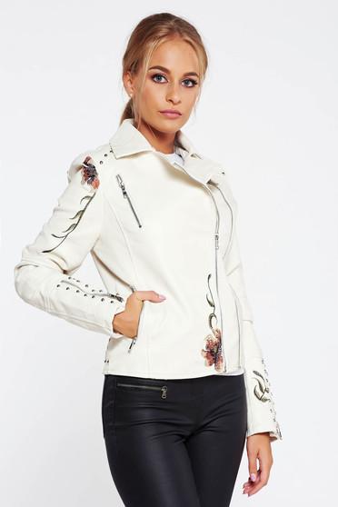 Fehér casual műbőr dzseki hímzett belső béléssel fémes szegecsekkel