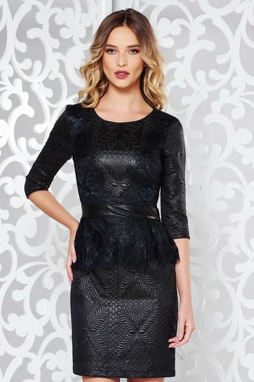 Fekete alkalmi szűk szabású ruha nem rugalmas anyag csipke díszítéssel